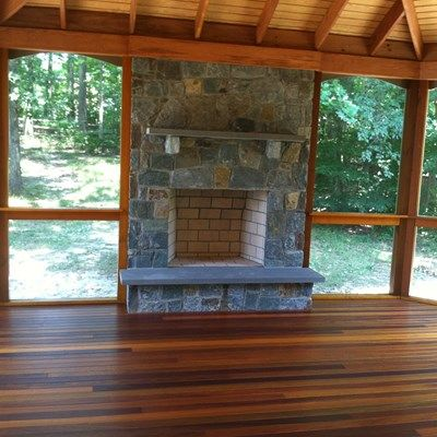 Porch with stone fireplace - Picture 2029