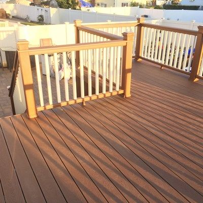 Deck in Lindenhurst - Picture 3211