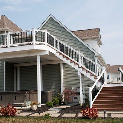 Deck with Stone Columns - Picture 3534