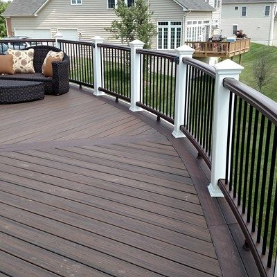Custom Curved Deck - Picture 6068