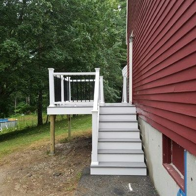8x8 Composite Deck, Double Stairway - Picture 7313