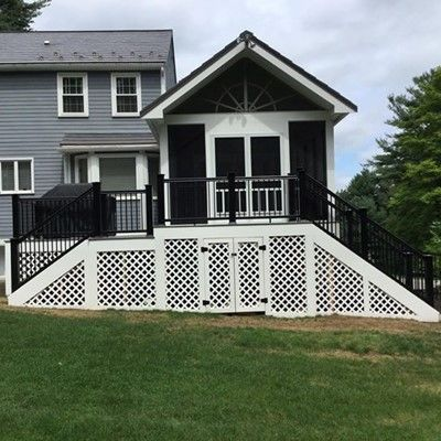 Porch with custom black rails - Picture 7823