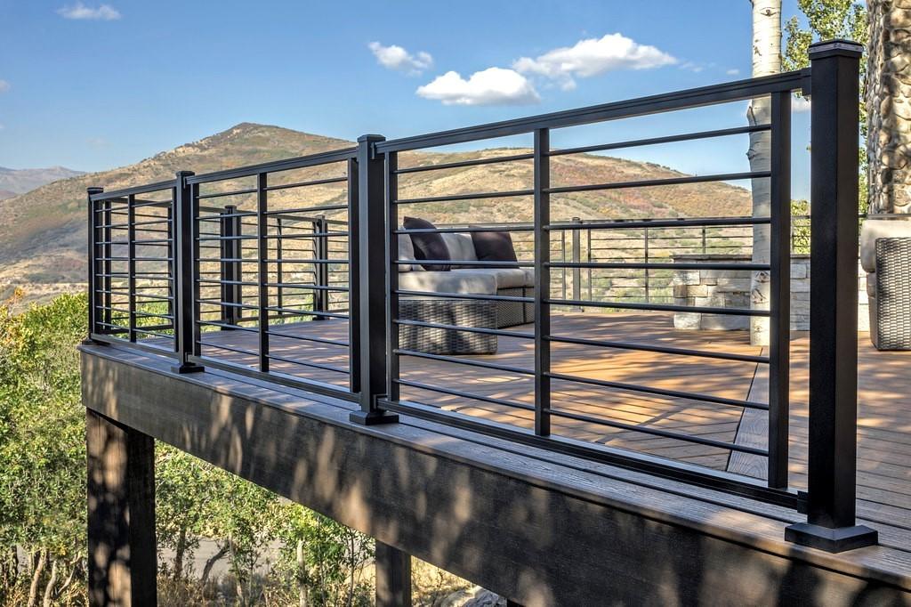 Image of: Best Aluminum Deck Railings Reviews Benefits Decks Com