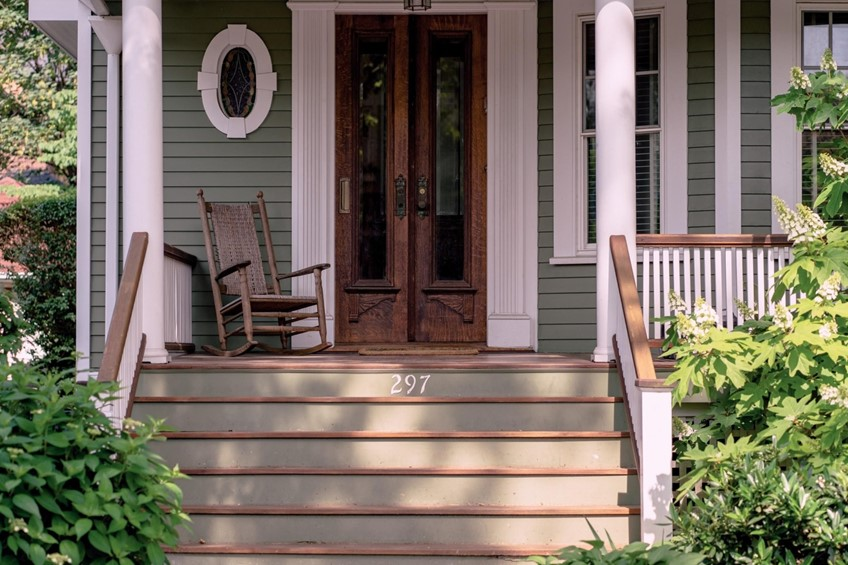 Porch focused on steps