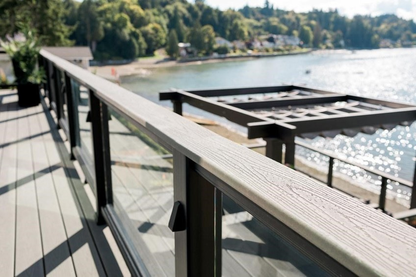 Composite vs Aluminum Deck Railing