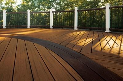 Chantilly deck - Closeup and Rail