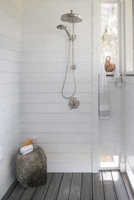 Private outdoor shower design