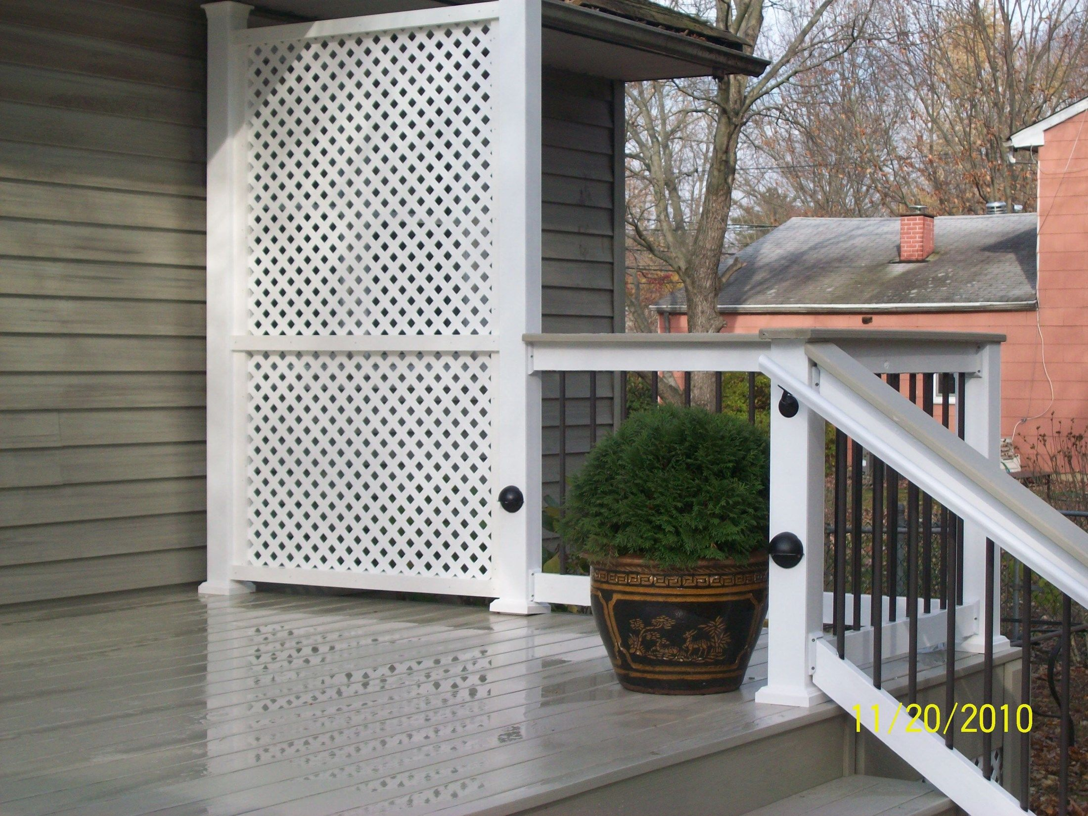 Custom Privacy Screen - Picture 1156
