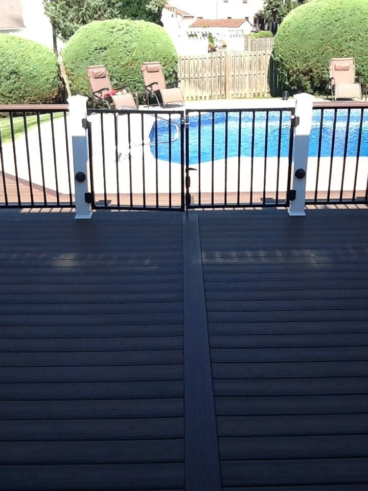 A real nice day at the pool - Picture 1205