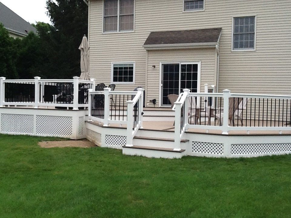 Lots of room on this deck - Picture 1228