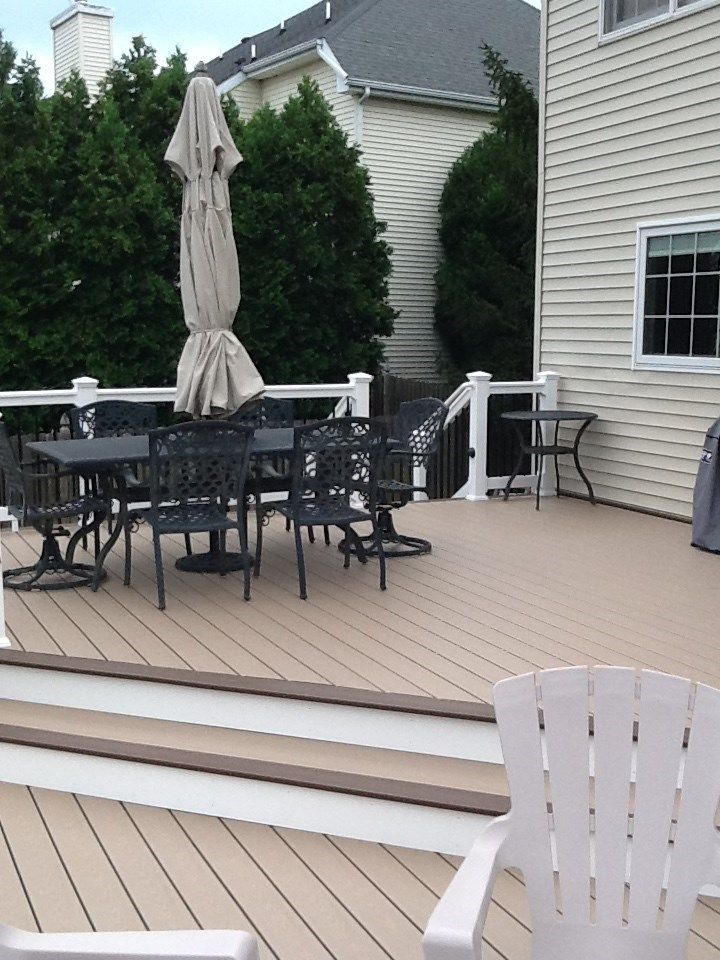Lots of room on this deck - Picture 1229