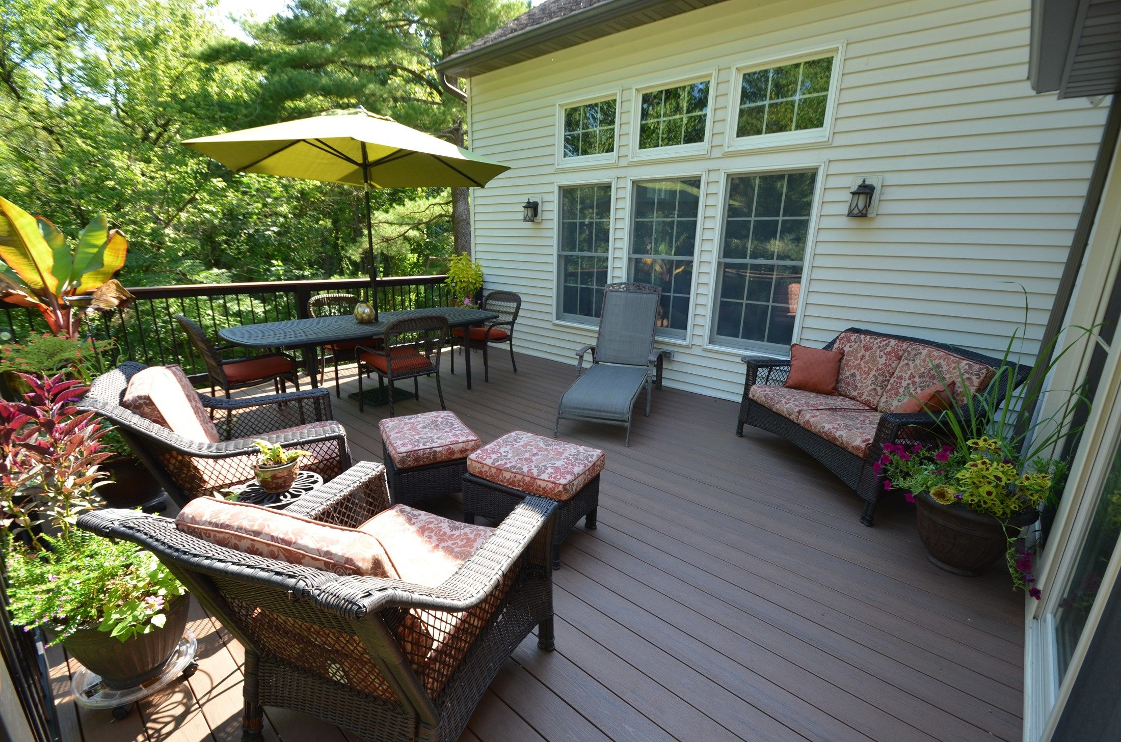 Deck and sunroom - Picture 1787