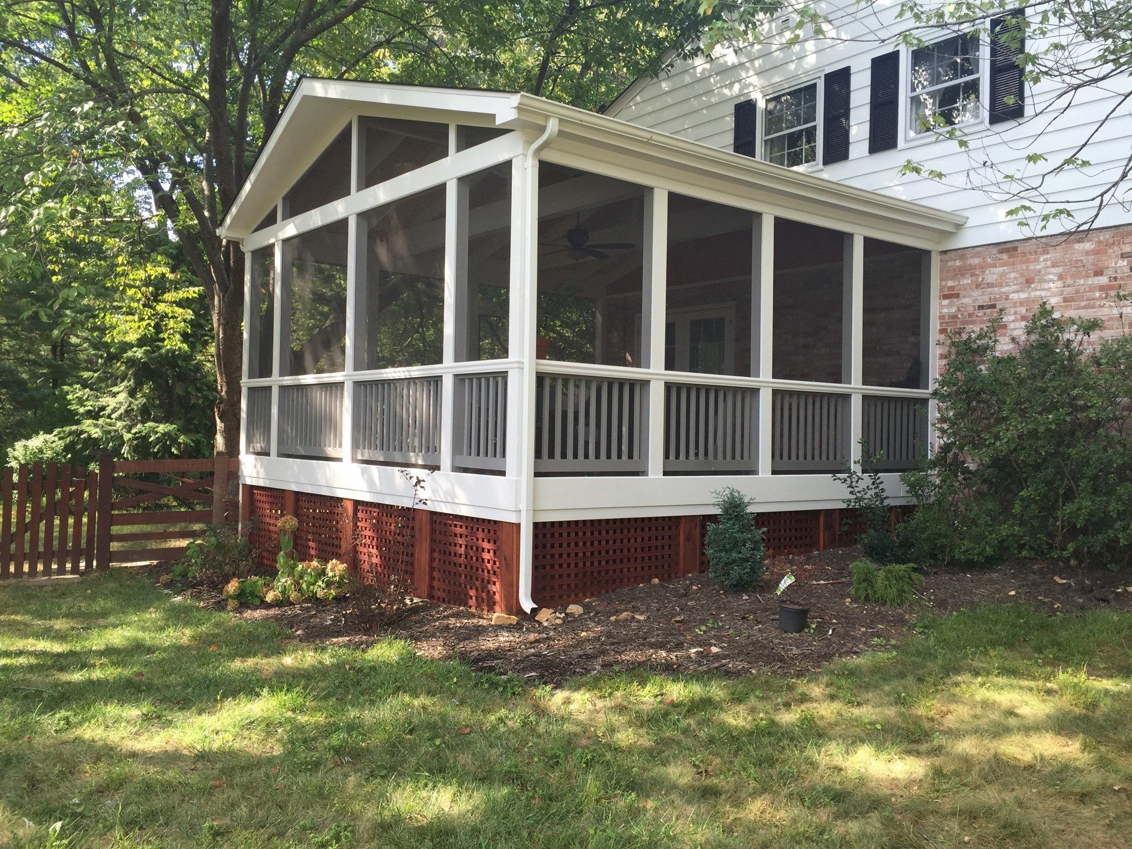 Screen porch, gable roof - Picture 2090