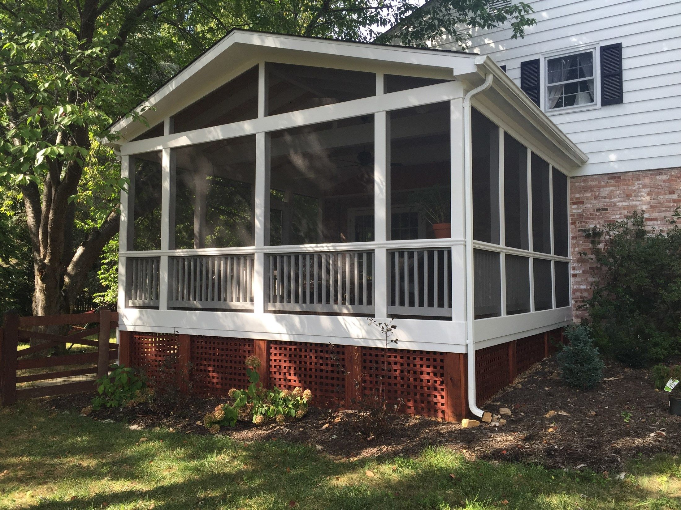 Screen porch, gable roof - Picture 2091