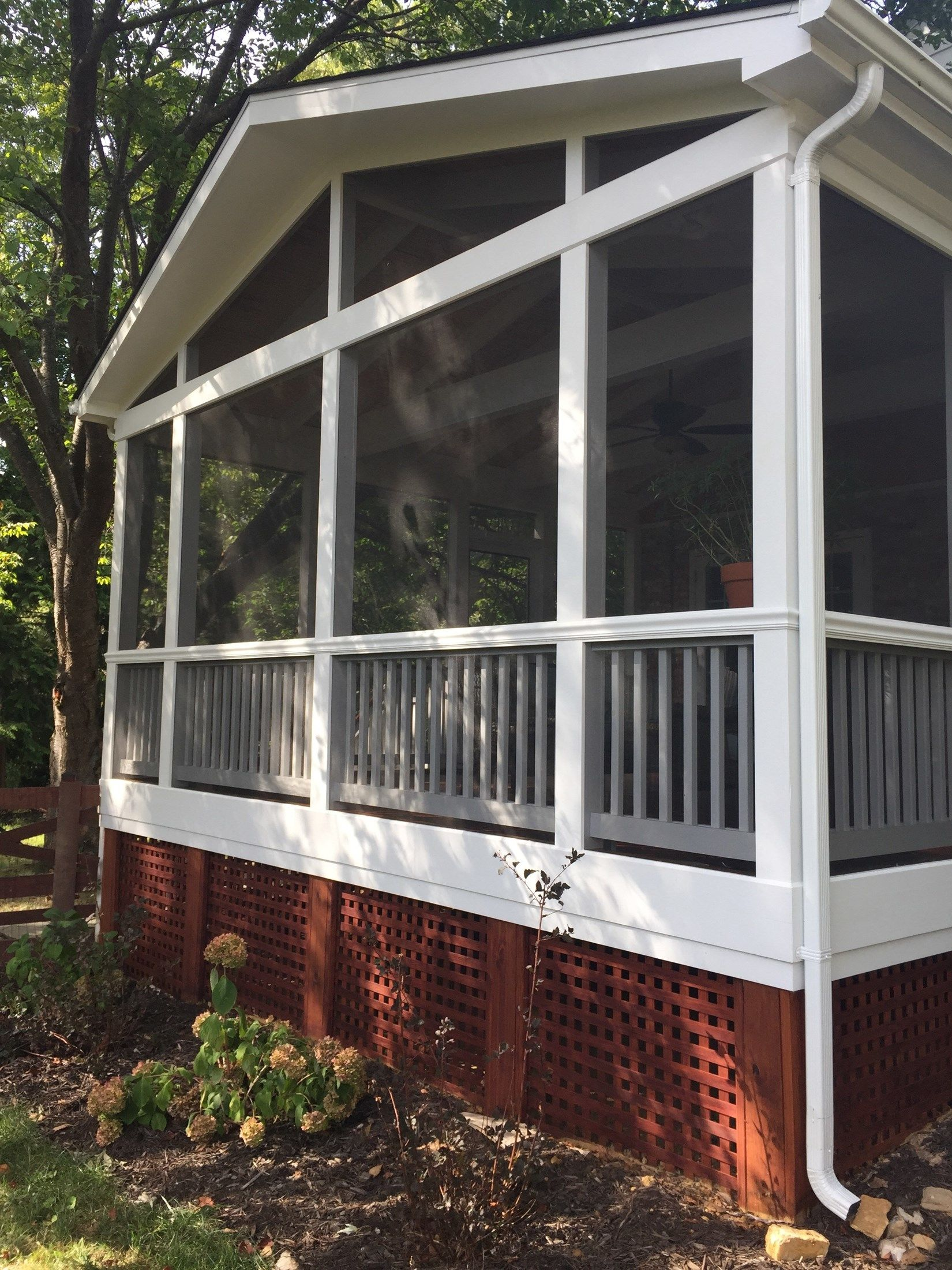 Screen porch, gable roof - Picture 2092