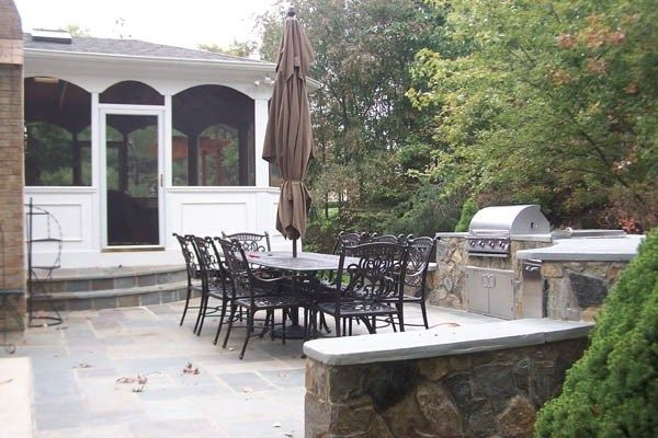 Porch with outdoor kitchen - Picture 2107