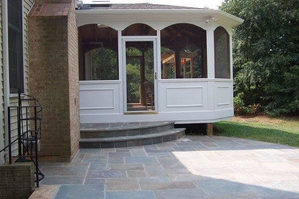 Porch with outdoor kitchen - Picture 2110
