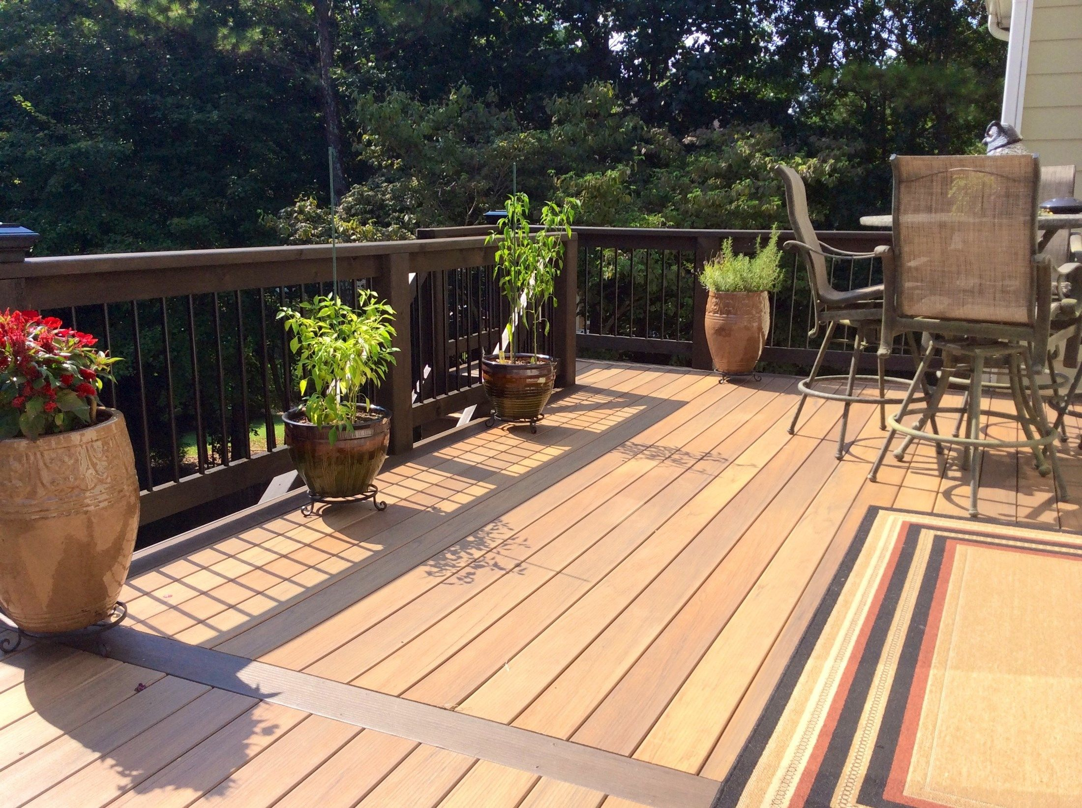 Two tone composite deck - Picture 3168