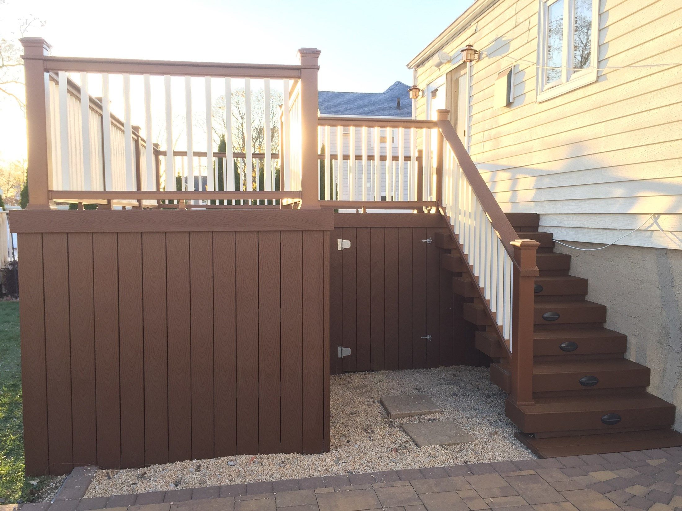 Deck in Lindenhurst - Picture 3210