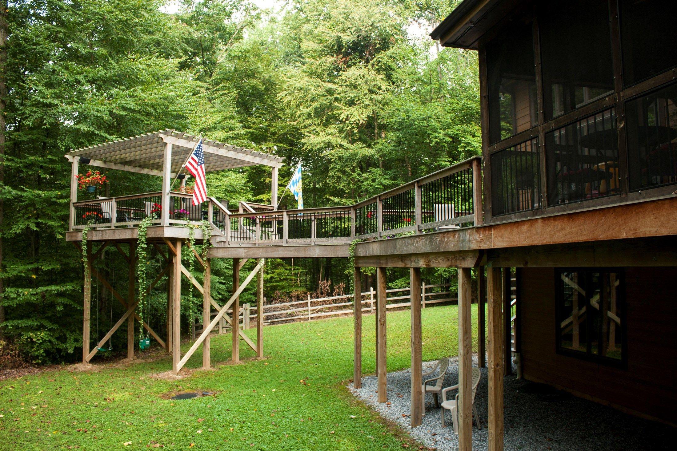 Ipe Deck with Cedar Pergolas - Picture 3565