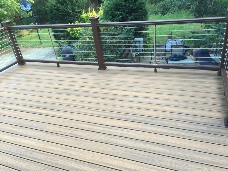 Deck in Smithtown - Picture 3750