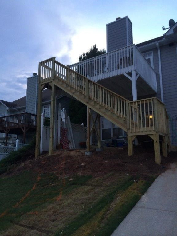 Double Landing Stairway - Picture 4043