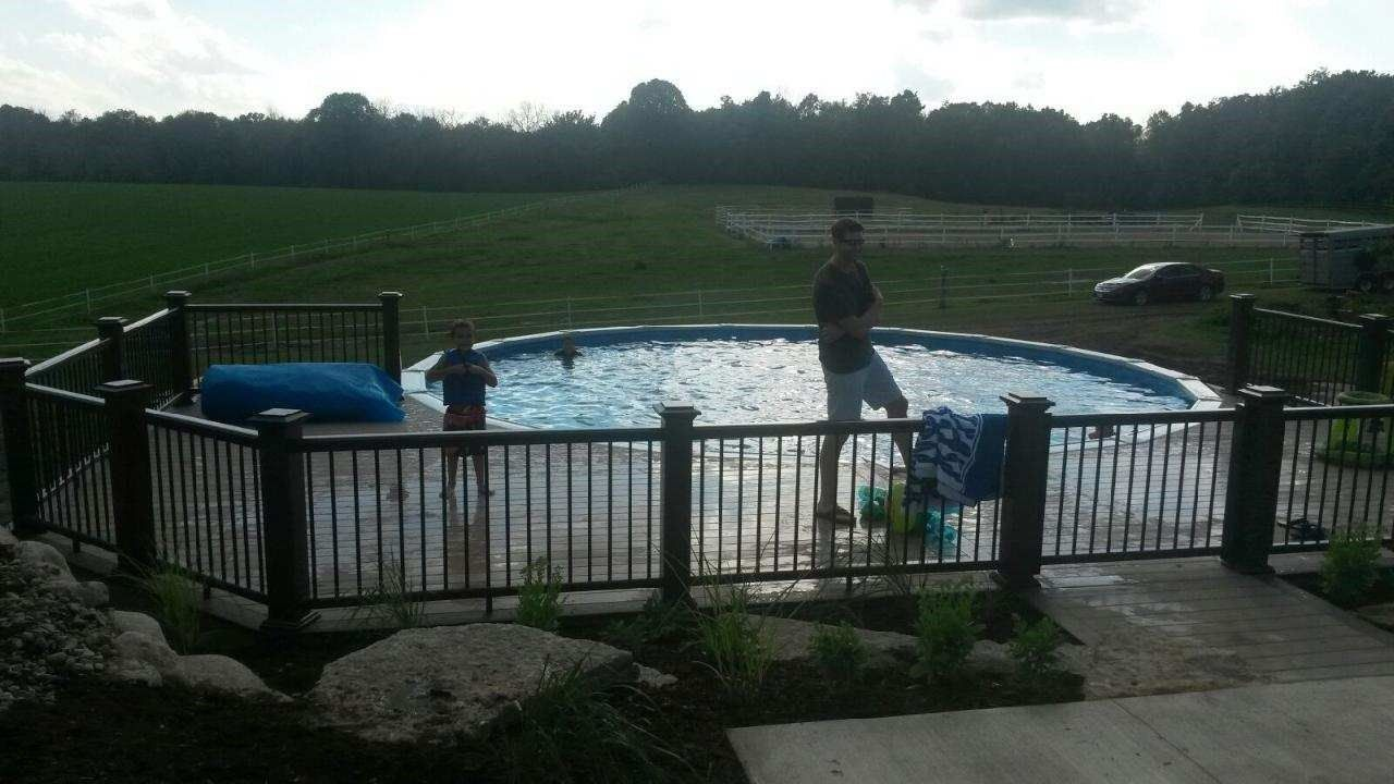 Swimming pool deck - Picture 6201