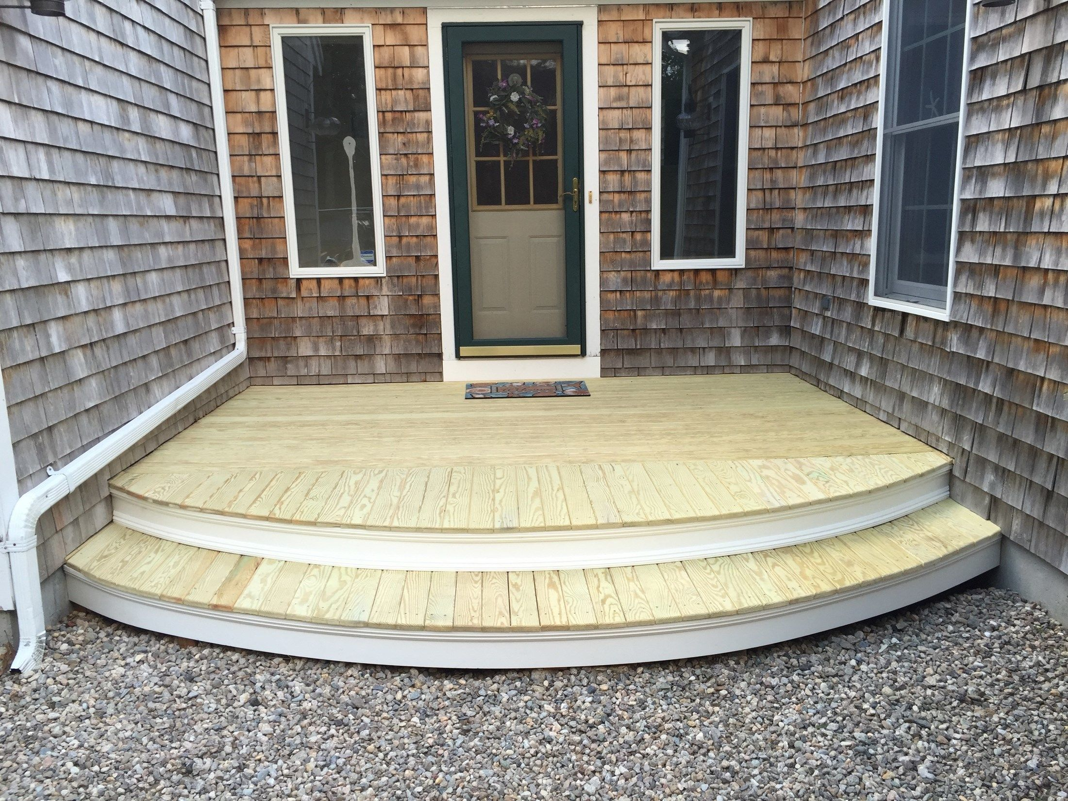 Cape Cod Clam Shell Deck - Picture 6229