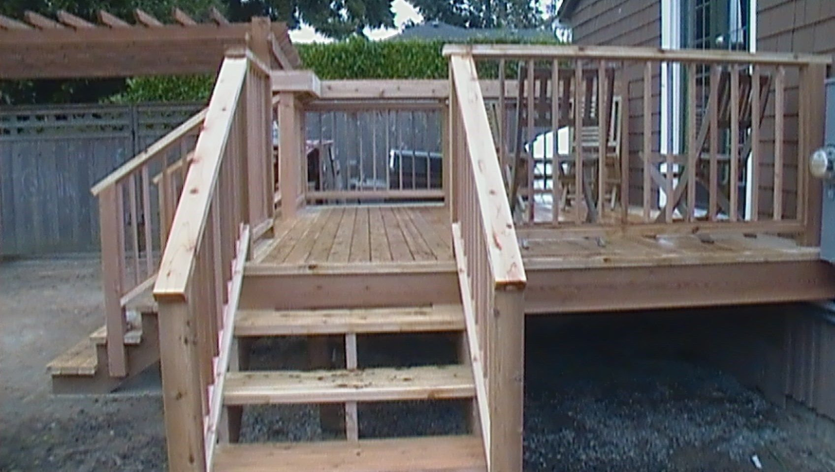 Two level cedar deck - Picture 6367