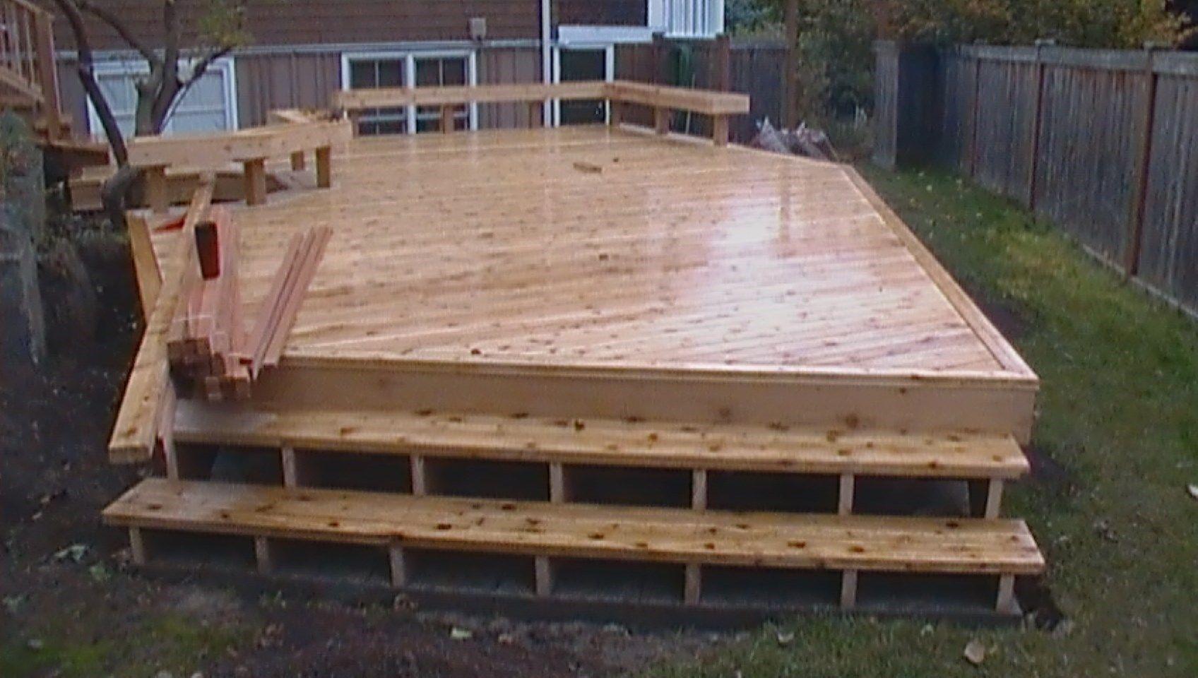 Two level cedar deck - Picture 6370