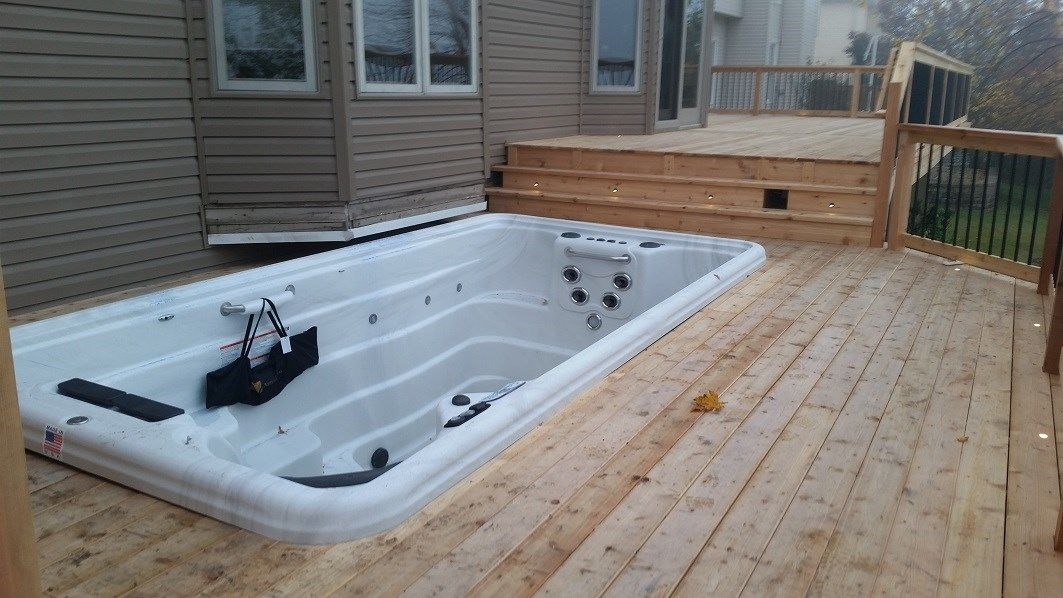 cedar deck around hot tub - Picture 6394