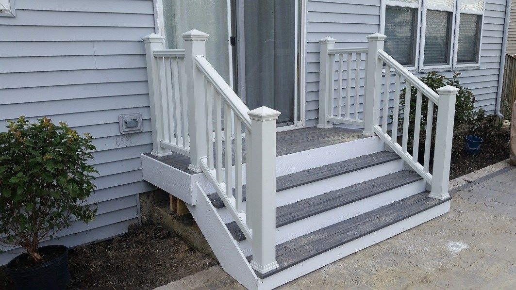 Naperville small Trex porch - Picture 6400