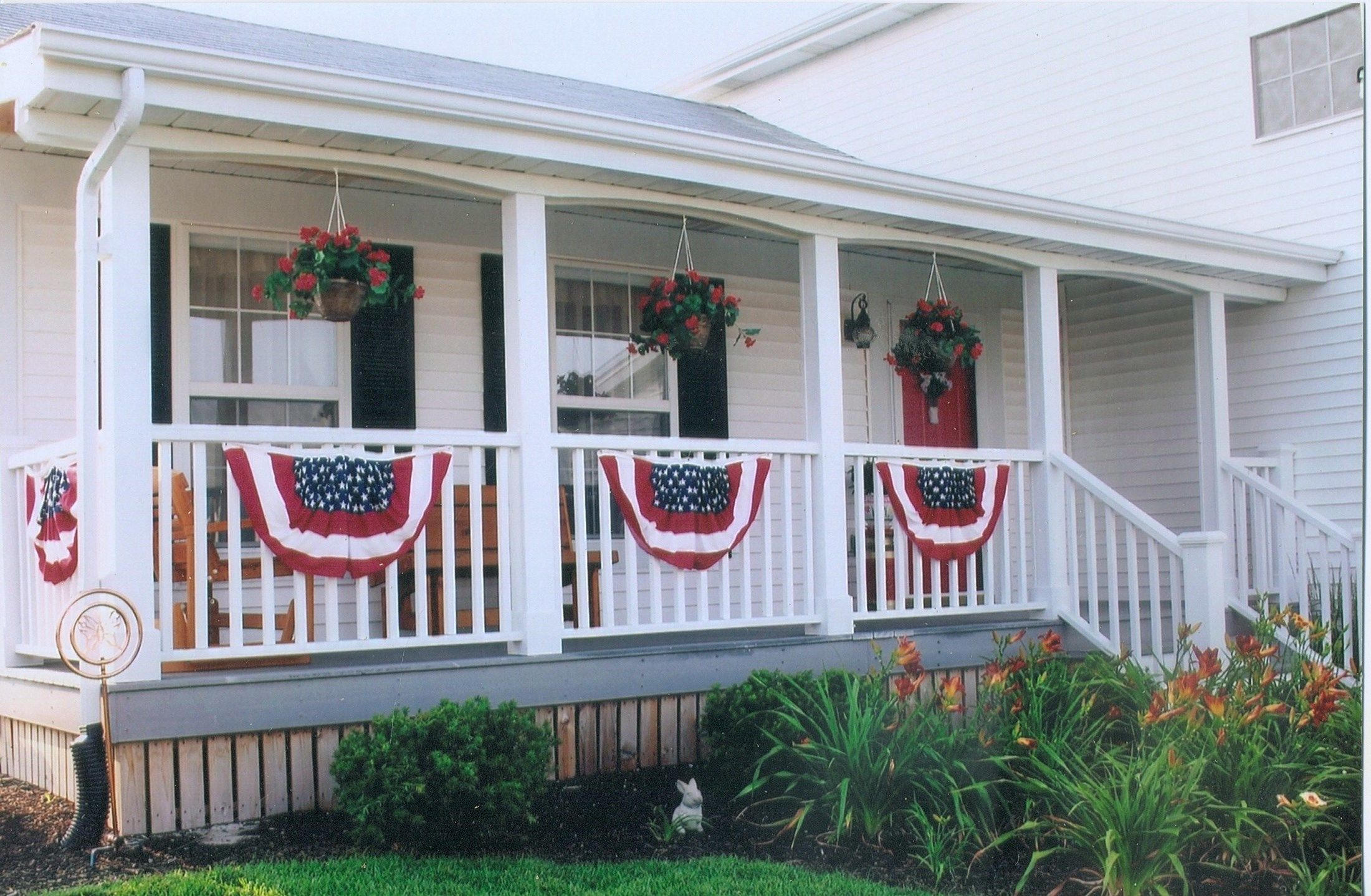 Beautiful front porch - Picture 6403