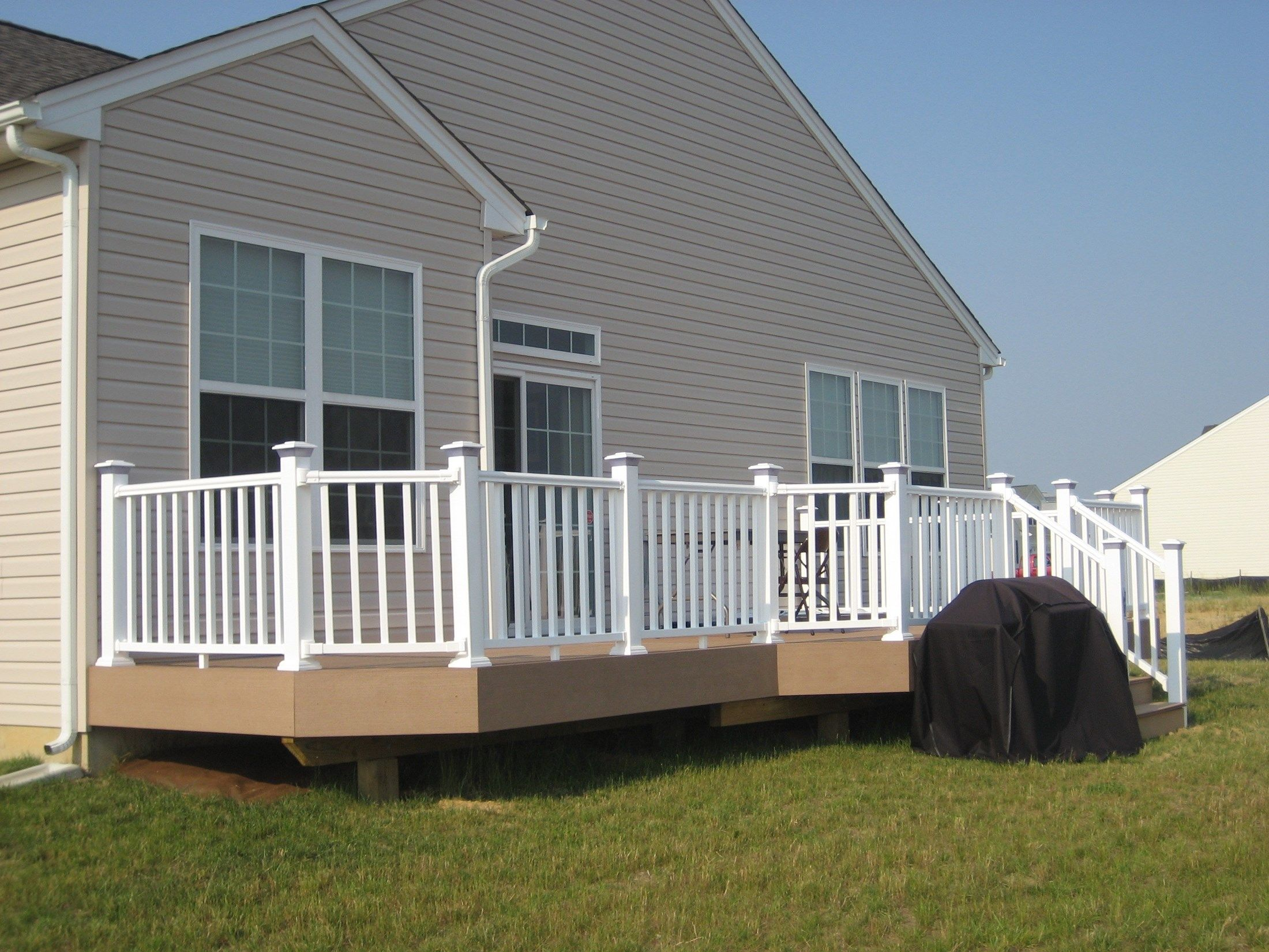 Composite Decks With PVC Vinyl Railing - Picture 6429
