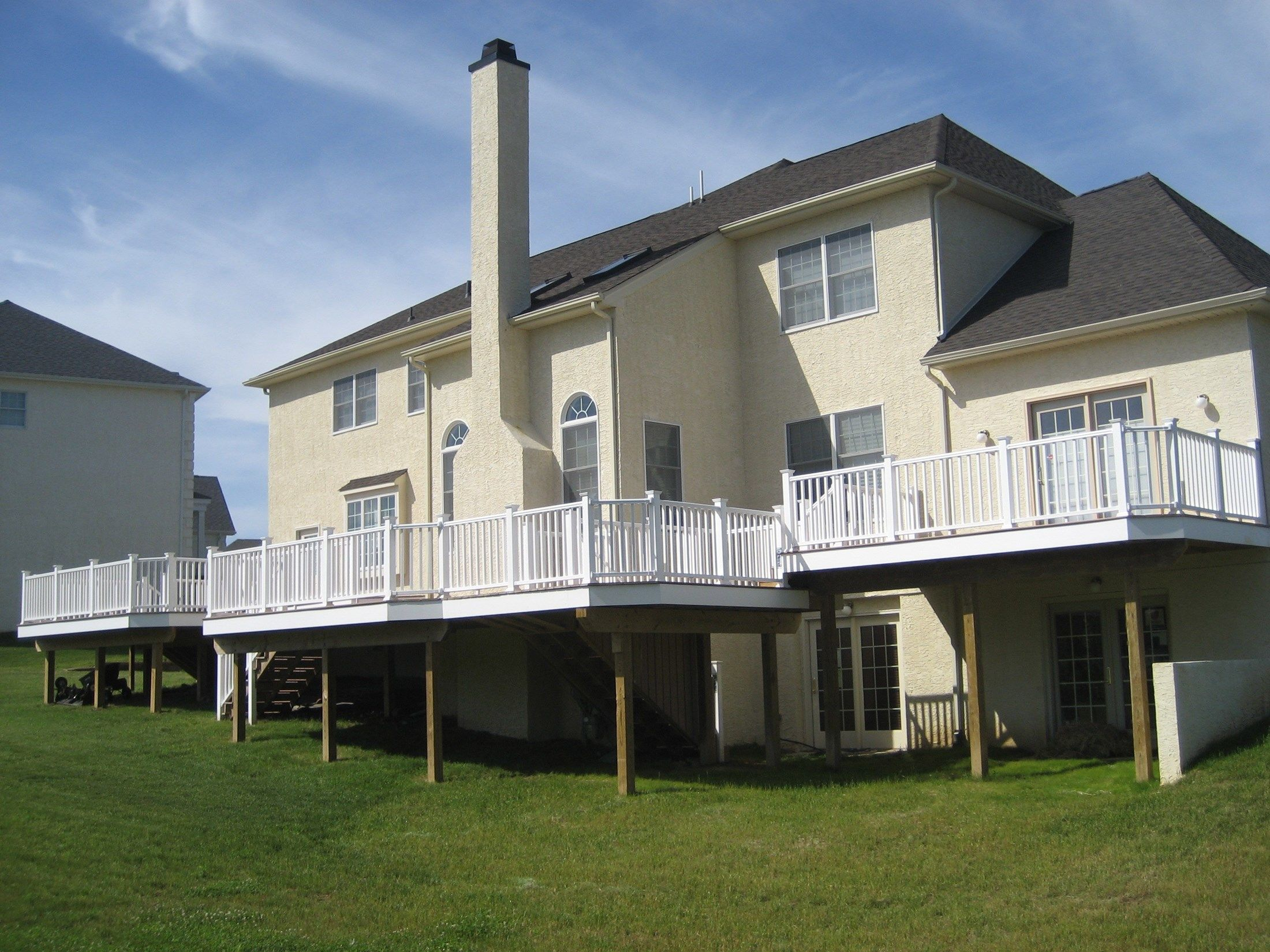 Composite Decks With PVC Vinyl Railing - Picture 6433