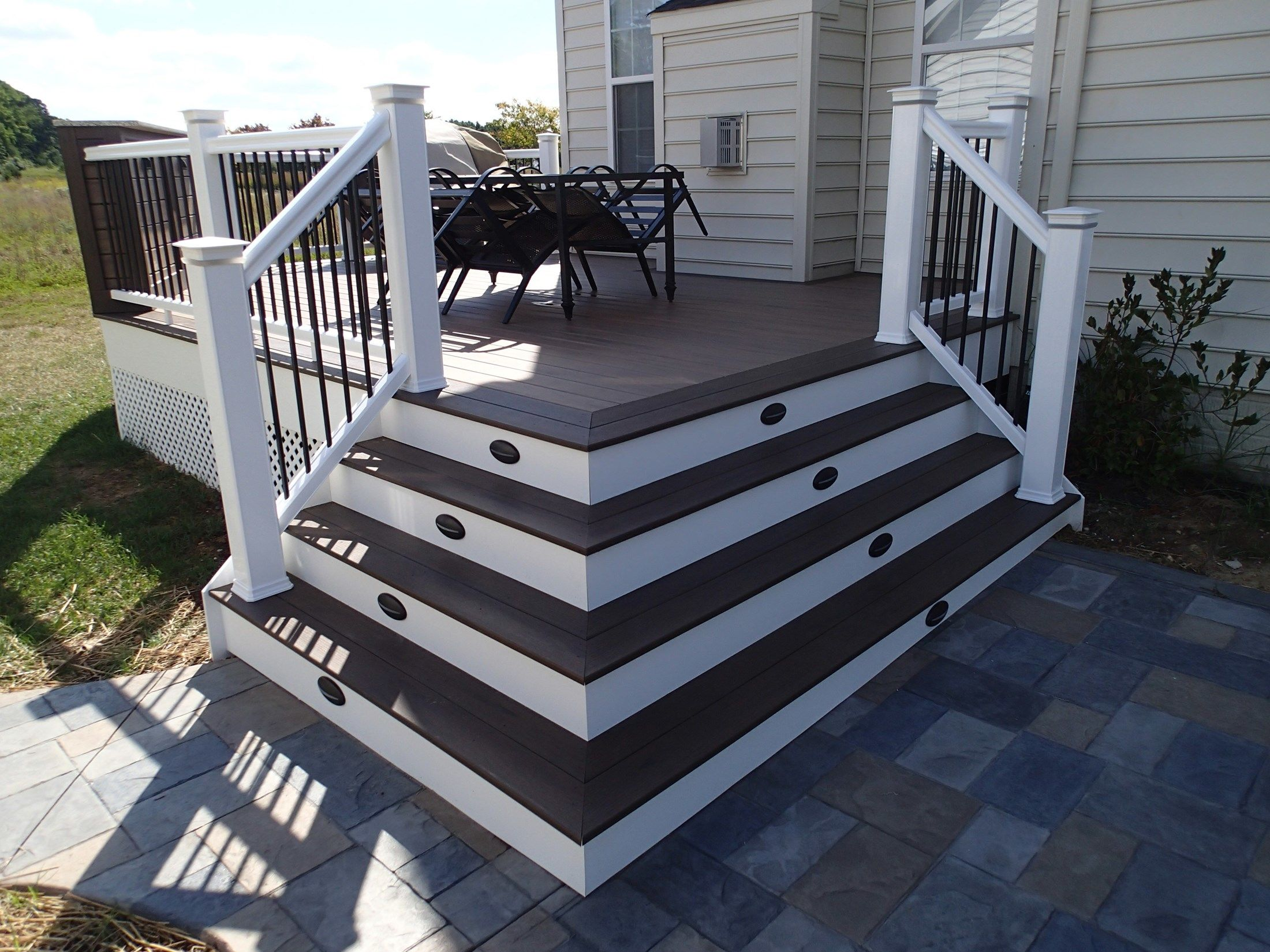 Composite Decks With PVC Vinyl Railing - Picture 6435