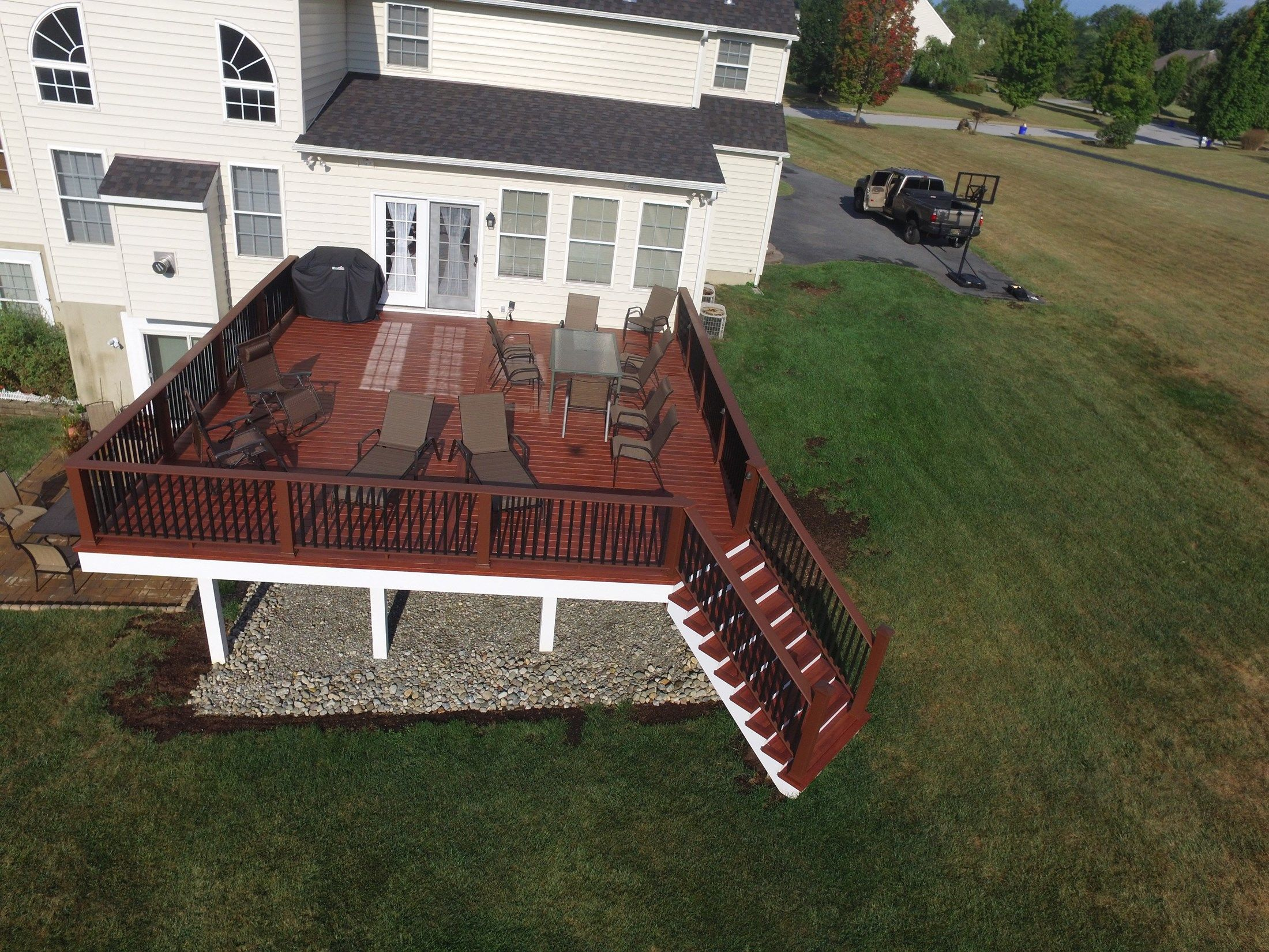 Zuri Decking complete with Timbertech Railing - Picture 6503