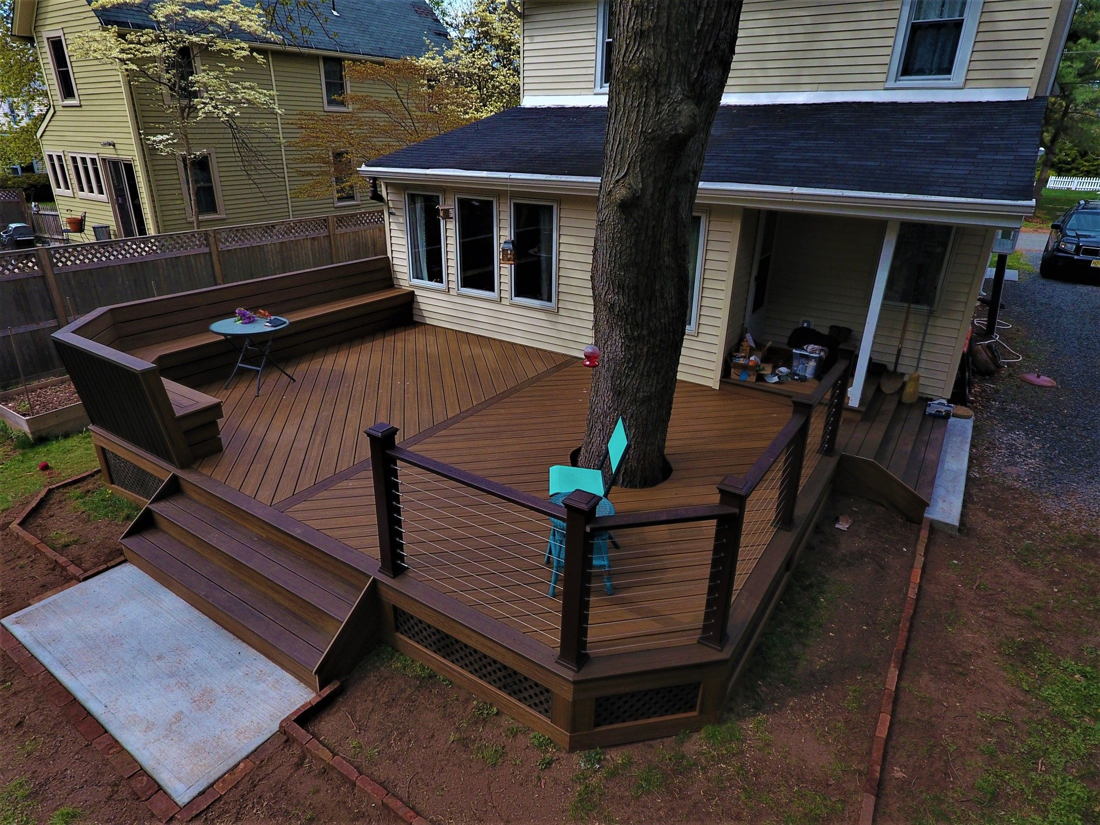 Around the tree deck , V-shape floor & custom bench - Picture 7550