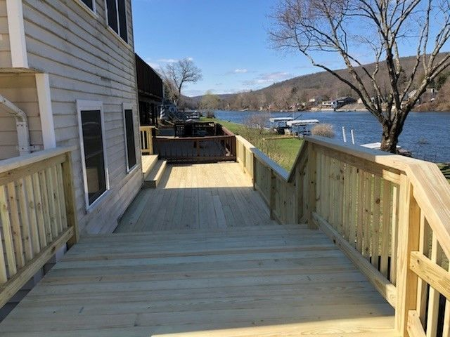 Shelton CT  P/T. Wood deck - Picture 7949