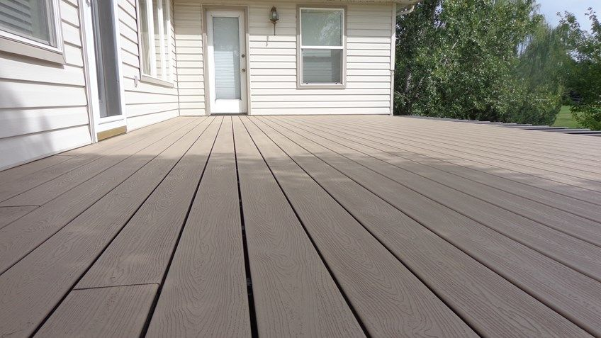 Gilkey's second story deck - Picture 2004