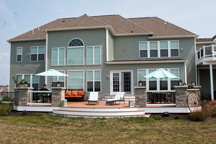 Deck with Stone Columns - Picture 3533